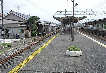 粟 津 駅(石川県小松市)