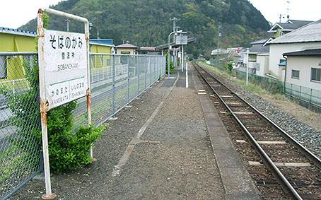 石巻線・曽波神駅-さいきの駅舎...