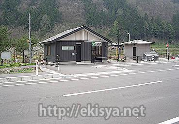 廃止路線の駅舎・岩泉線